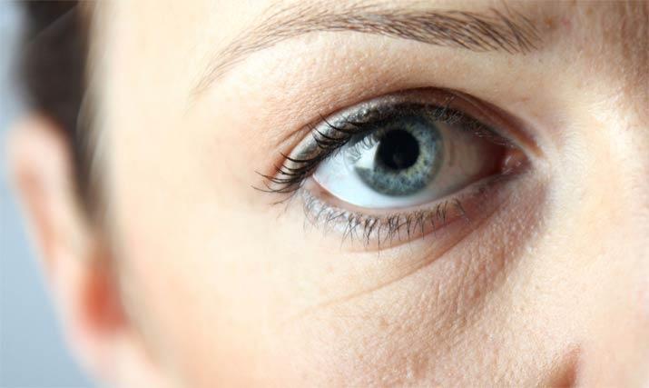 Уход за тонкой кожей под глазами в домашних условиях